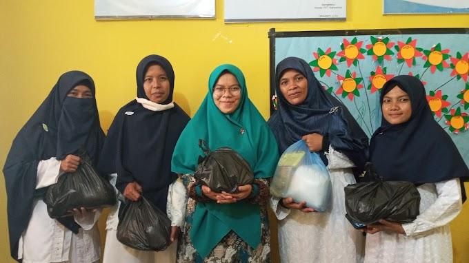 Sambut Ramadhan 1442 H, TKIT Nahwannur Bagikan Parsel untuk Guru