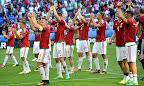 A magyar csapat tagjai örülnek a franciaországi labdarúgó Európa-bajnokság Magyarország - Portugália mérkőzésen,  Lyon, 2016. június 22-én. A találkozó 3-3-as döntetlennel ért véget. (MTI Fotó: Illyés Tibor)