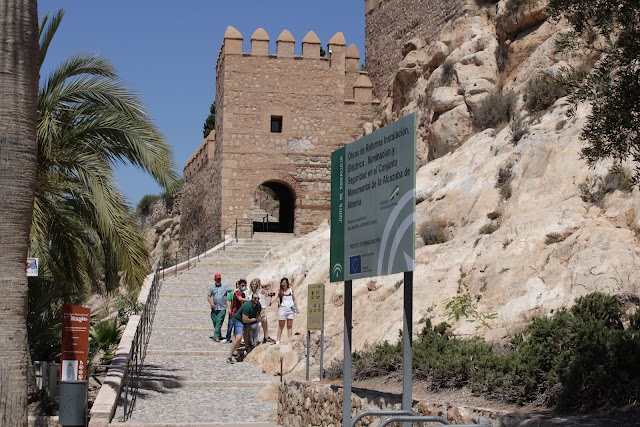 La Alcazaba recupera poco a poco sus visitantes.