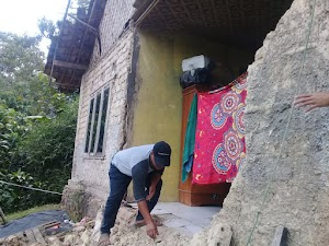 Akibat Hujan Deras dan Angin Kencang di Sukabumi, Rumah Warga di Desa Berekah Roboh