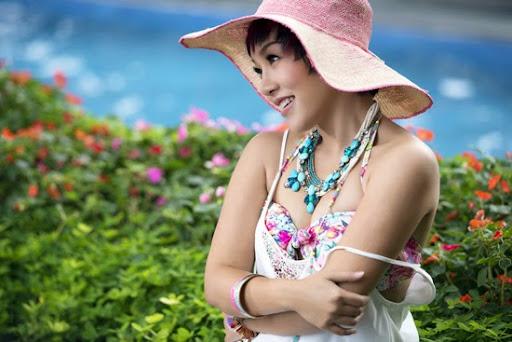 Thái Thùy Linh gợi cảm, nữ tính khiến nhiều người bất ngờ