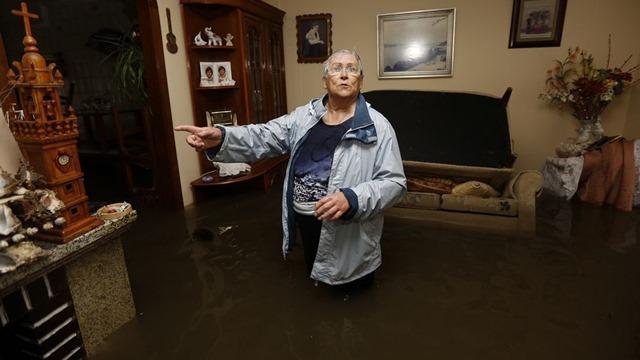 Casa completamente inundada en As Brañas, Sadañ