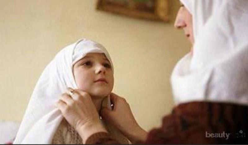 Membiasakan Jilbab Sejak Dini, Mewujudkan Generasi Taat