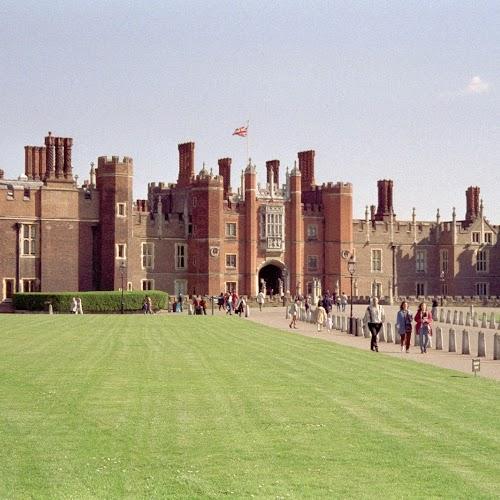 Hampton_Court_02.jpg