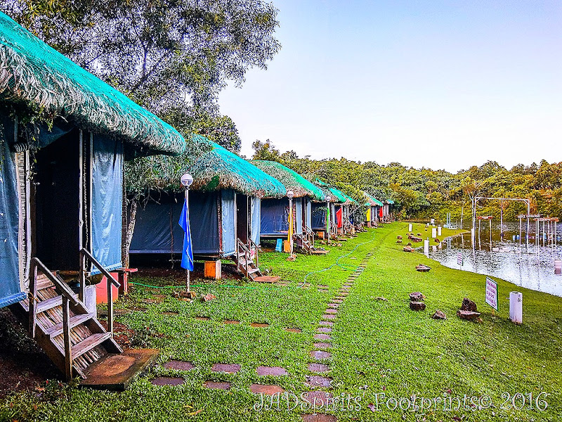 The Amihan Cottages are non-airconditioned cottages fronting the lake