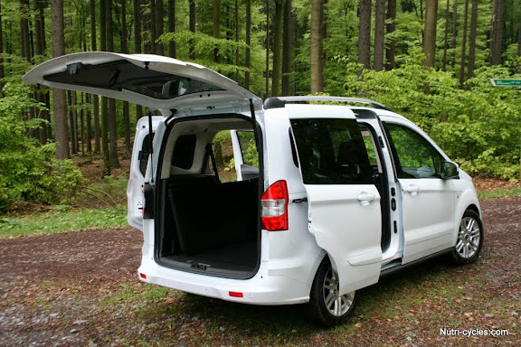 ford tourneo courier spacieux et confortable pour le cycliste. Black Bedroom Furniture Sets. Home Design Ideas