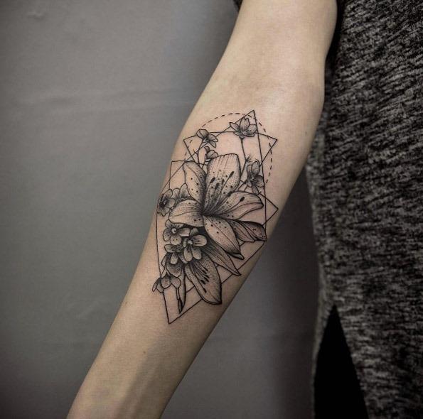 este_blackwork_floral_antebraço_peça