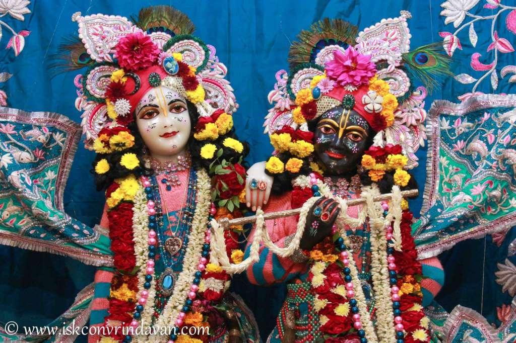 ISKCON Vrindavan Sringar Deity Darshan 17 Dec 2015 (9)