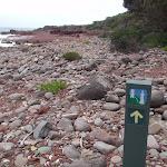 Arrow marker along red platform bay (104893)
