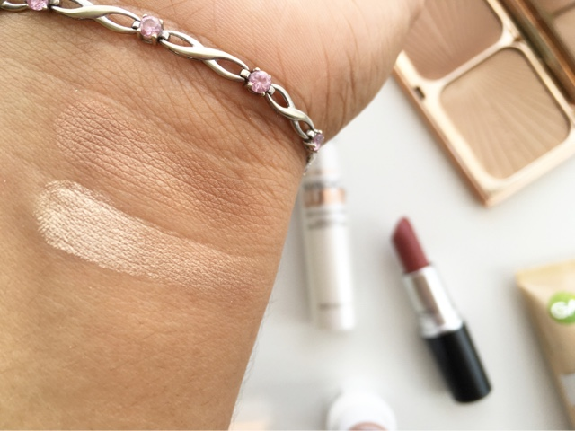 NC40 swatch Charlotte Tilbury Filmstar Bronze and Glow light to medium swatches on darker skin