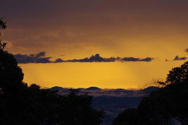 Coucher du soleil depuis la piste de Coralie, 2 novembre 2012. Photo : J.-M. Gayman