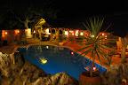 Aftenhygge i pool-, spise- og hyggeområdet (kaldes også for lapa'en).