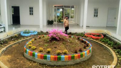 Taman Dengan Design Minimalis, Mempercantik Kantor Desa Martopuro