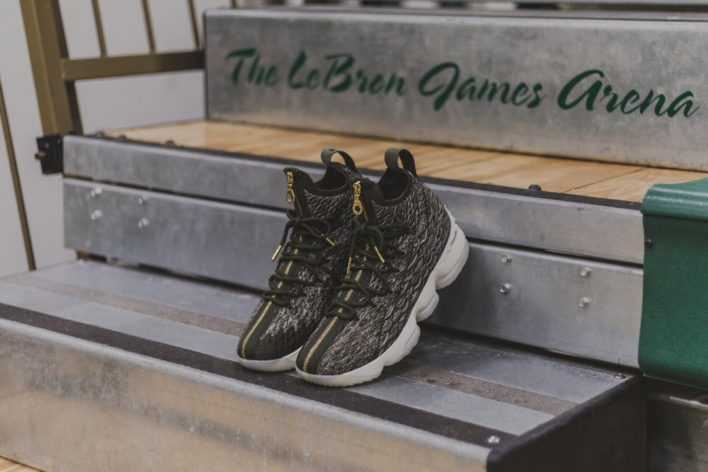 81e1fcbba31 ... Ronnie Fieg LeBron James Gift Exclusive LeBron 15 to SVSM ...