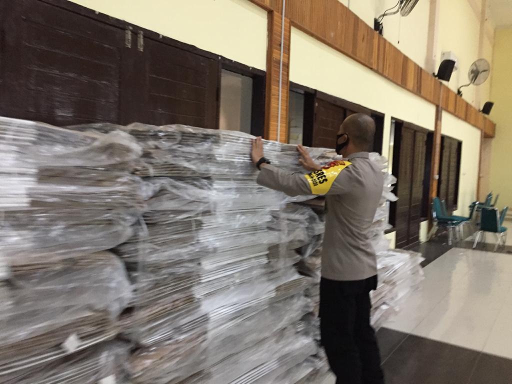 Pastikan Kelancaran Pilkada 2020, Kapolres Soppeng Cek Logistik KPU Soppeng