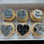 Damask cupcakes4.JPG