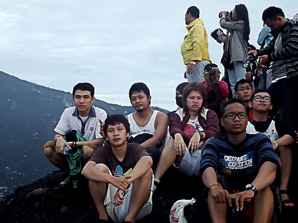 bass-ahmed-at-krakatoa-mountain-sunda-strait-indonesia-29-01-01-2012-040