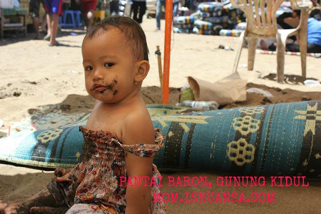 Bayi di Pantai