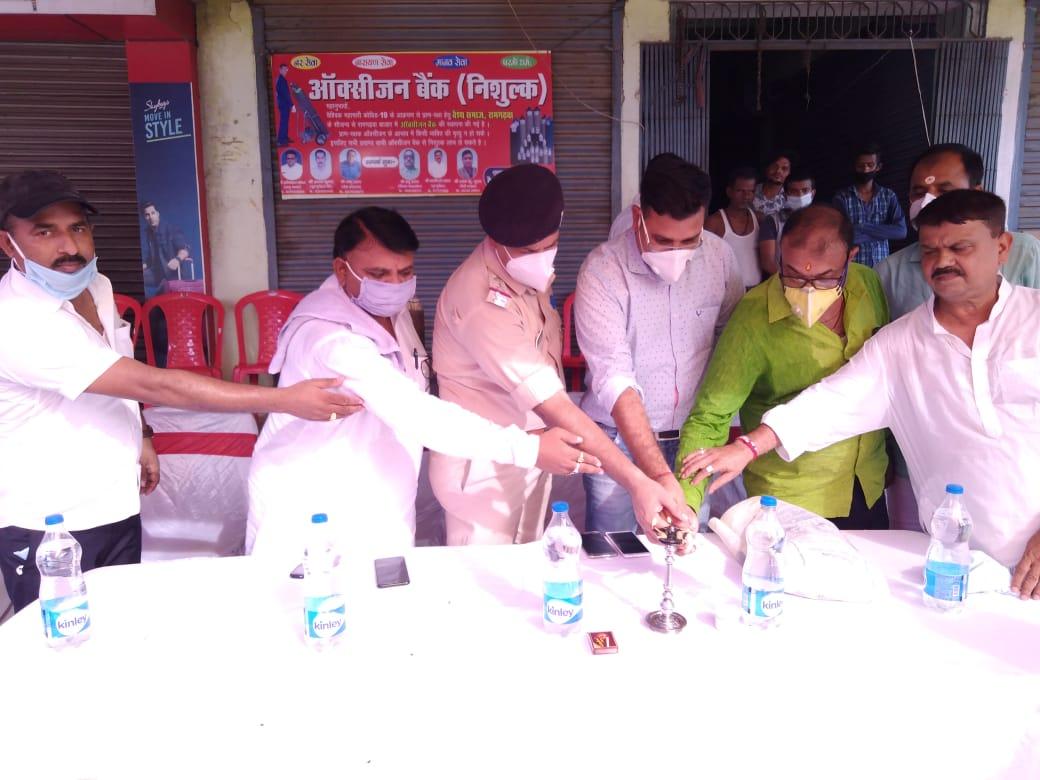 रामगढ़वा में वैश्य समाज द्बारा कोरोना बीमारी को लेकर ऑक्सीजन बैंक की हुई स्थापना