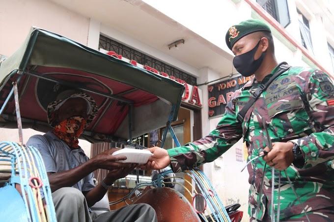 Berbagi di Tengah Pandemi, Prajurit Yonif MR 411 Kostrad Gelar Jum'at Berkah