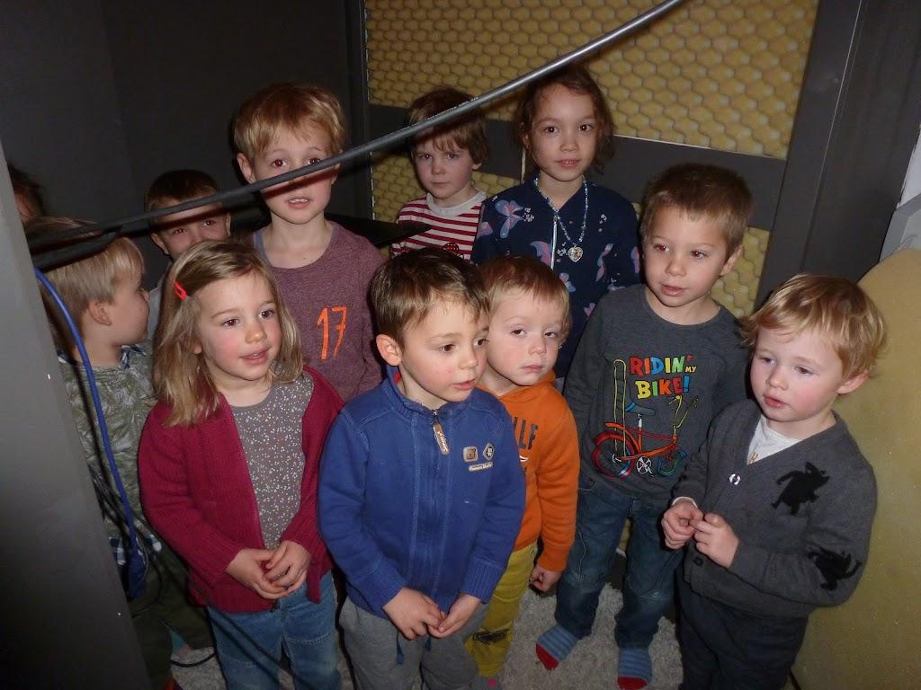 Leefgroep 1 op bezoek in een muziekkamer - P1080920.JPG