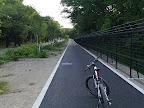 多摩湖周遊道と狭山湖堤防の間の道。最近(2012年)舗装された。@@@512@@@385