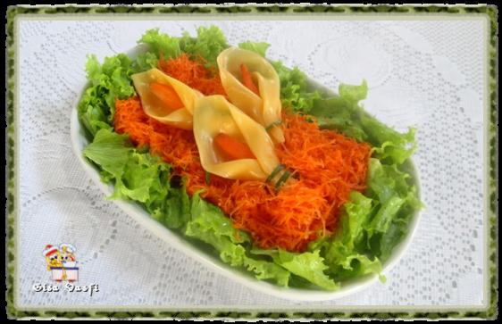 Salada de cenouras com copo de leite de queijo 1