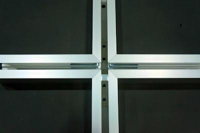 裝潢五金 品名:#6068-小型萬向十字型接頭 規格:寬33m/m*高33m/m 顏色:鋁色