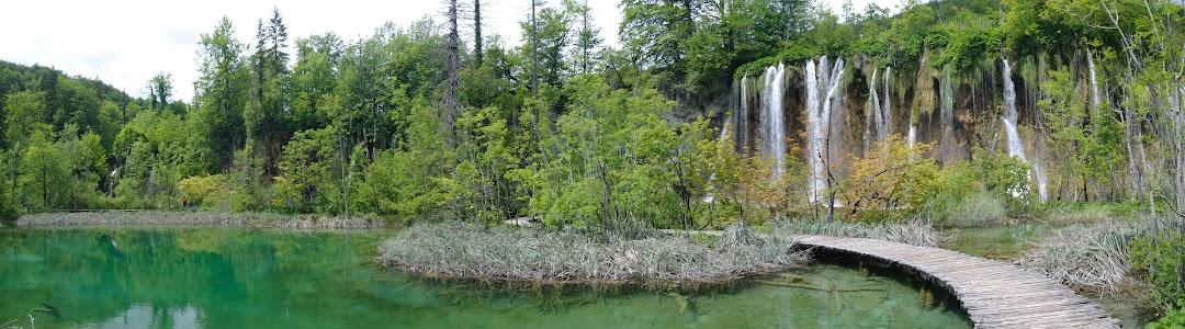 Holzstege erschließen die einmalige Landschaft der Plitvicer Seen für Besucher