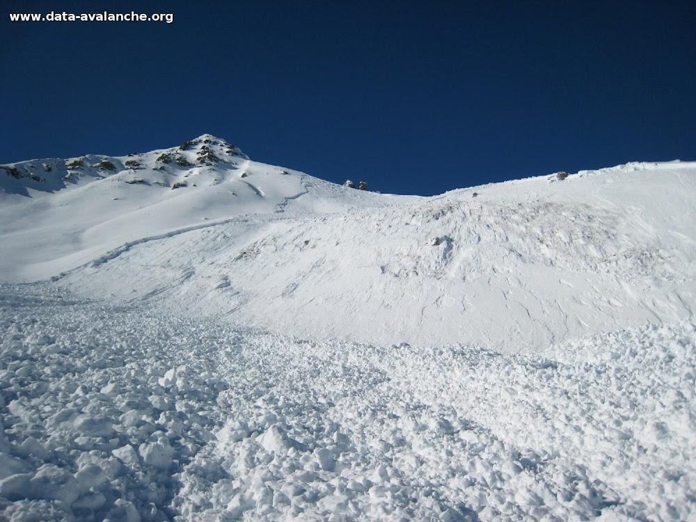 Avalanche Grisons, secteur Zenjiflue, sous le sommet du Weissfluhgipfel - Photo 1 - © Botteron C.