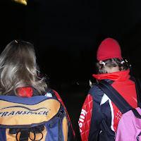mayke en anne van de achterkant met tas.JPG