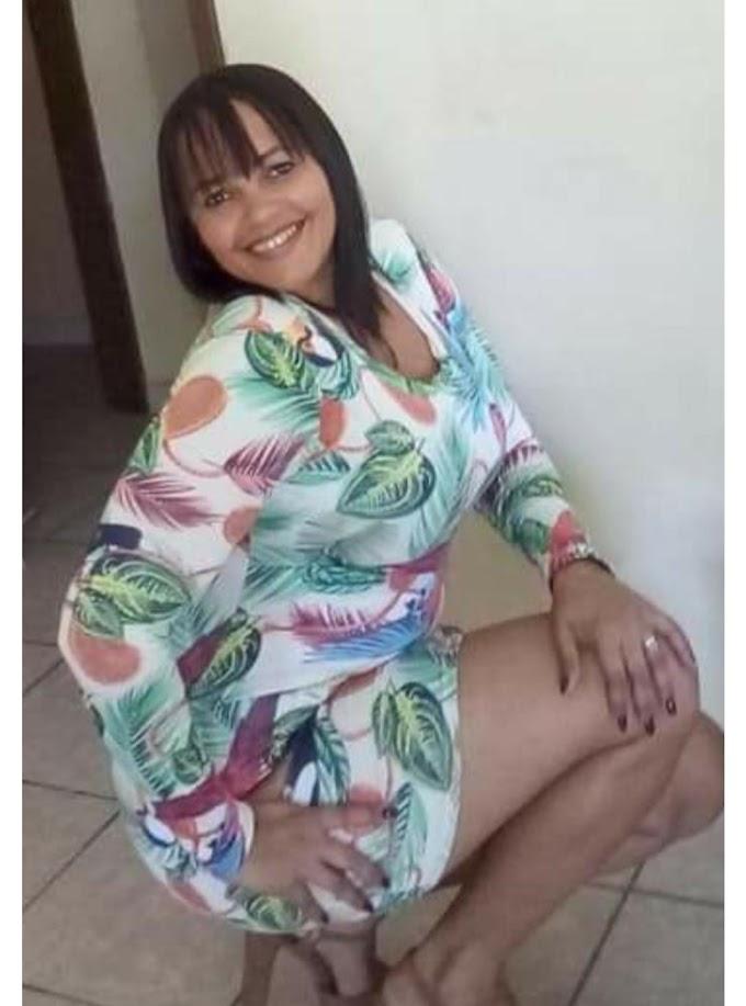 Mulher morre eletrocutada enquanto usava celular no carregador em Triunfo