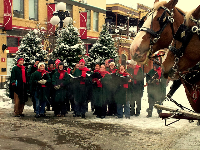 Caroling in the Byward Market
