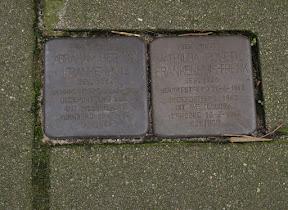 Maaierstraat 33 - Stolpersteine Abraham Herman Frankenhuis, Mathilda Rosette Frankenhuis-Frenk