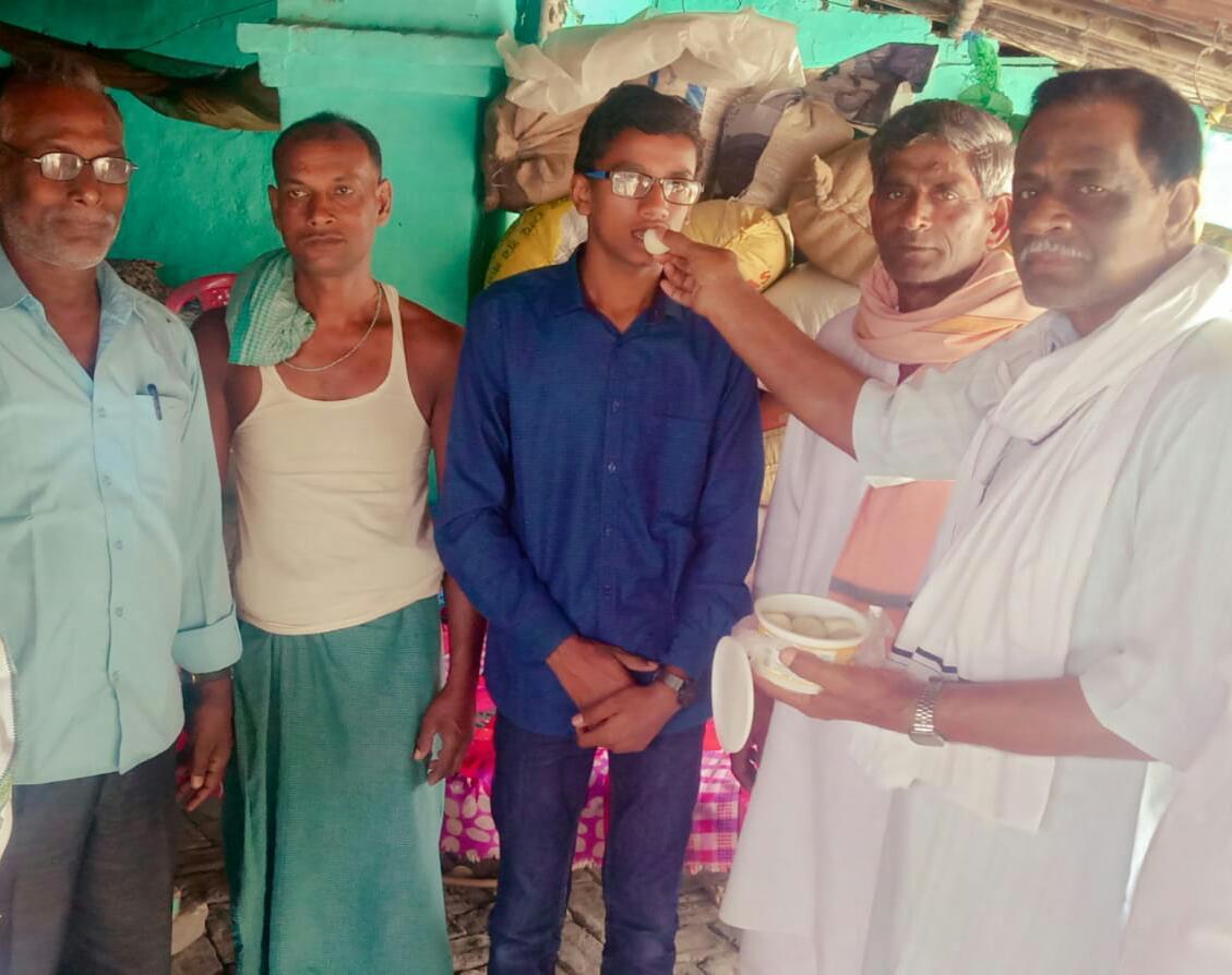 शिक्षाविदों व साहित्यकारों ने बिहार सेकंड टॉपर दुर्गेश को आशीर्वचनो और उज्जवल भविष्य की कामना की है