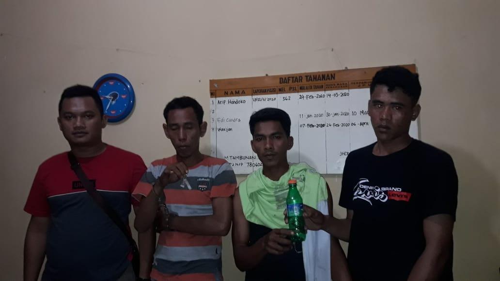 Rumah Bandar Narkoba Digerebak,  Ondoy Bandar Shabu dan 2 Pasiennya Diringkus  Polisi