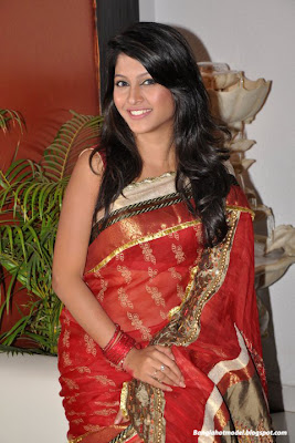 Bangladeshi Model and actress in Hot Saree