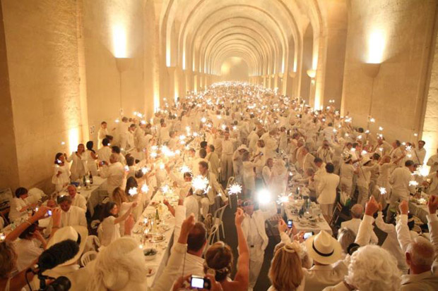 """Pop-Up"" Picnic Diner en Blanc (Photos: Aymeric Pasquier )"