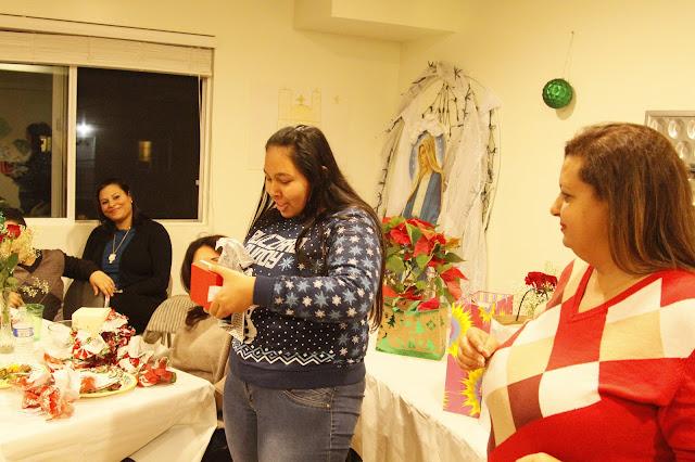 Servants Christmas Gift Exchange - _MG_0881.JPG