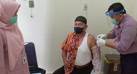 Haram tapi Boleh, Vaksin AstraZeneca Bakal Disuntikkan ke Kiai NU Lansia