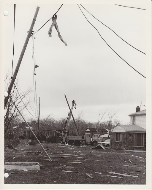 1976 Tornado photos collection - 31.tif