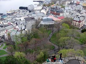 På vei opp byfjellet, de 420 trappetrinnene til Fjellstua, kafe på toppen.