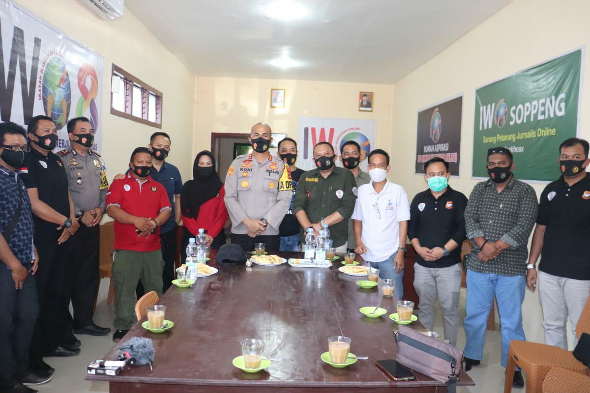 Sinergitas Polri Bersama Insan Pers, Kapolres Soppeng Silaturahmi Dengan IWO