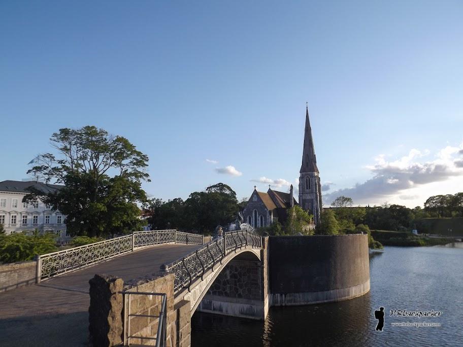 Nedaleko od luke se nalazi meni osobno najljepši dio Kopenhagena, park Citadela sa kanalom koji ga okružuje i malom gotičkom crkvom