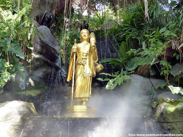adornos-golden-mountain-bangkok.JPG