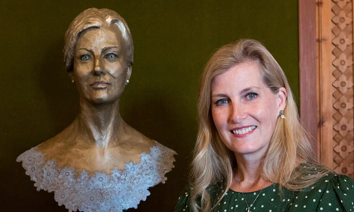 The Countess of Wessex unveils her incredible sculpture that made Royal History
