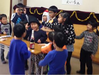 書道教室の子供たち クリスマス会にて