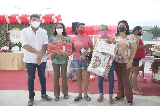 EVENTO DAS MÃES! Prefeitura de Cuitegi presenteia mães de alunos no sistema Drive-Thru