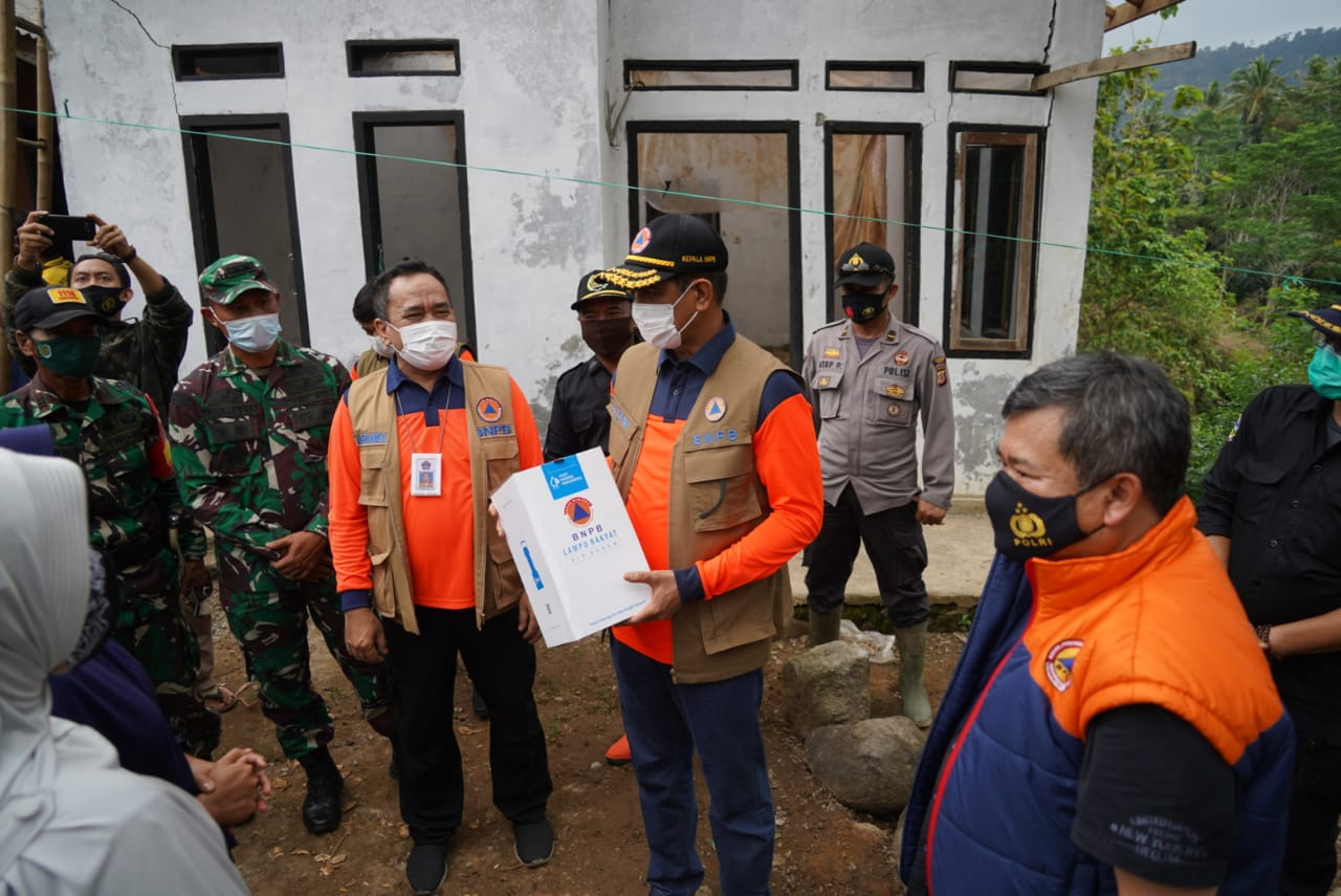 Kasrem 062/TN Dampingi Kepala BNPB Tinjau Bencana Banjir Di Wilayah Korem 062/TN