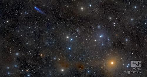 Sao chổi xanh lam trong Cụm sao Hyades